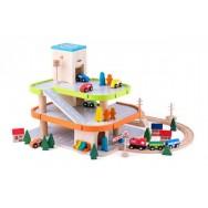 Houten garage met lift en aansluiting treinrails